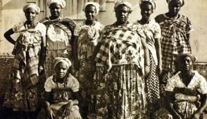 Registro inédito de Menininha do Gantois (3ª da D p/ E) e filhas de santo – Foto: Anacostia Museum, Smithsonian Institution, Washington, D.C. (EUA) | Divulgação.